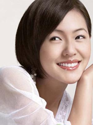 承浆穴消除胸部浮肿。下唇与下颚的正中间凹陷处即是。它能控制荷尔蒙的分泌,保持肌肤的张力,预防脸部松弛。